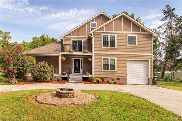 14703 Holbrooks Road, Huntersville, NC 28078 (#3542674) :: Zanthia Hastings Team