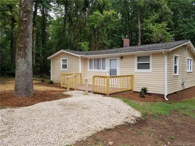 2717 Old Steele Creek Road, Charlotte, NC 28208 (#3543777) :: High Performance Real Estate Advisors