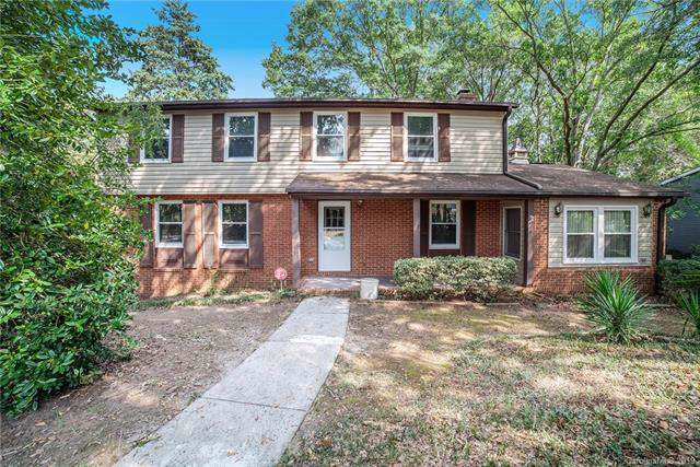 6007 Carpenter Drive, Charlotte, NC 28226 (#3545643) :: The Andy Bovender Team