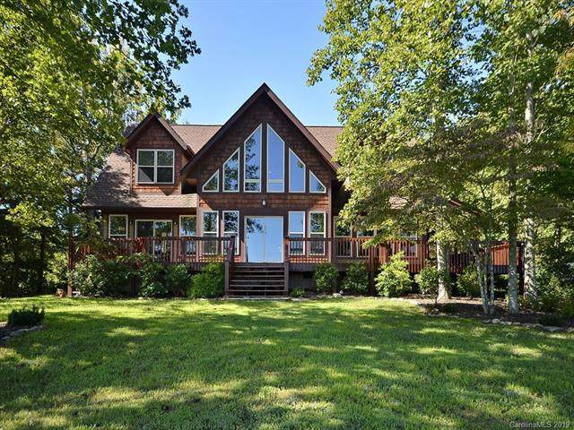 401 Grand Oaks Drive, Hendersonville, NC 28792 (#3546131) :: Roby Realty