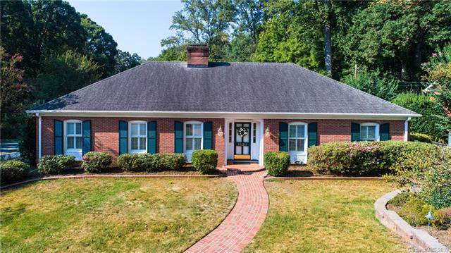 5520 Holyoke Lane, Charlotte, NC 28226 (#3546480) :: The Andy Bovender Team