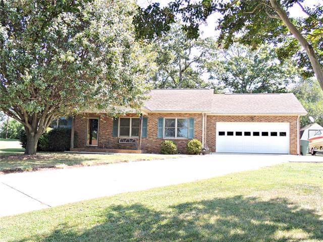 1003 Beacons Drive, Conover, NC 28613 (#3546526) :: MartinGroup Properties