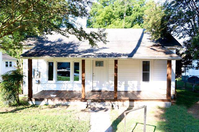 916 N Davis Avenue, Newton, NC 28658 (#3546608) :: Zanthia Hastings Team