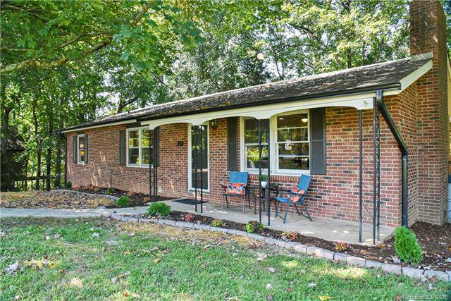 207 W Wynnbrook Drive, Hendersonville, NC 28792 (#3547569) :: Caulder Realty and Land Co.
