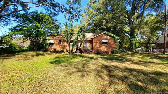 6018 Tuckaseegee Road, Charlotte, NC 28208 (#3548030) :: Keller Williams Biltmore Village
