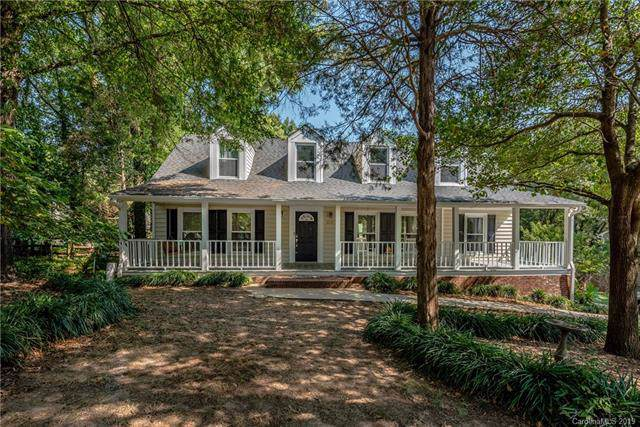 5011 Crooked Oak Lane, Charlotte, NC 28226 (#3549979) :: Rinehart Realty