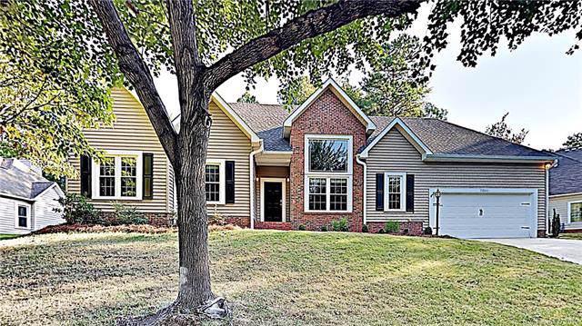 7211 Bevington Woods Lane, Charlotte, NC 28277 (#3550154) :: Charlotte Home Experts