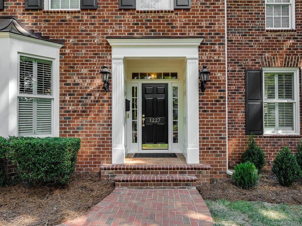 1227 Kingscross Drive, Charlotte, NC 28211 (#3550325) :: Homes Charlotte