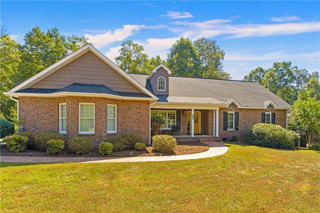 1228 Waterford Drive, Hickory, NC 28602 (#3550473) :: Cloninger Properties