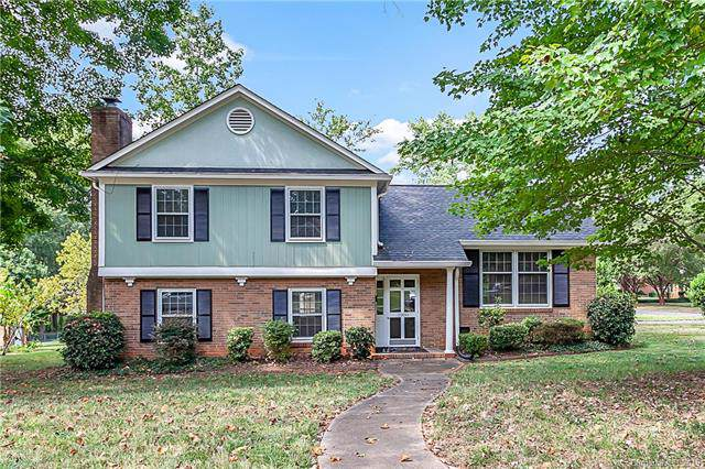 5900 Colchester Place, Charlotte, NC 28210 (#3550486) :: Rowena Patton's All-Star Powerhouse