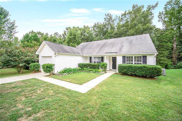 10553 Gold Pan Road, Charlotte, NC 28215 (#3550557) :: Team Honeycutt
