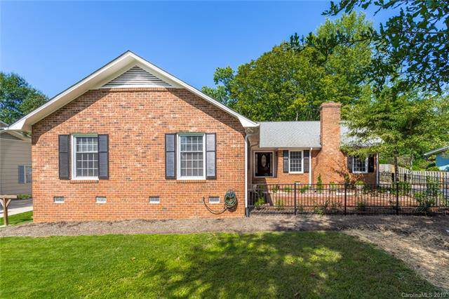 6060 Old Providence Road, Charlotte, NC 28226 (#3551588) :: Homes Charlotte
