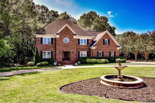6021 Fox Crossing Drive, Charlotte, NC 28216 (#3552011) :: Francis Real Estate
