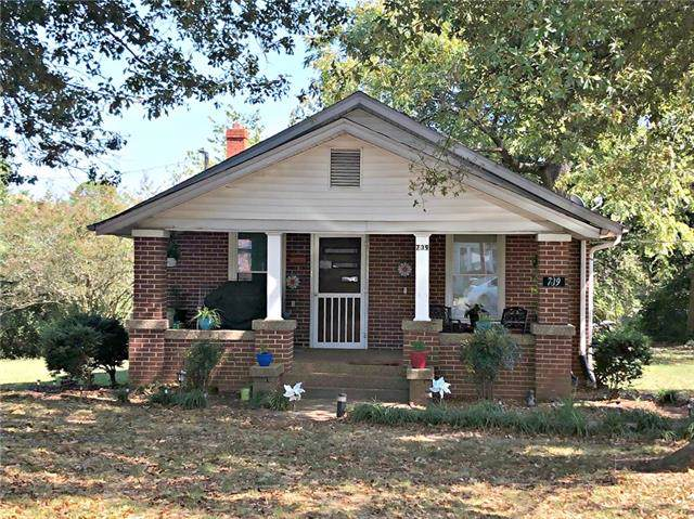 739 21st Street SW, Hickory, NC 28602 (#3552413) :: Roby Realty