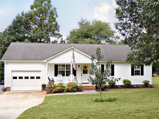 1308 39th Street SW, Hickory, NC 28602 (#3552424) :: Roby Realty