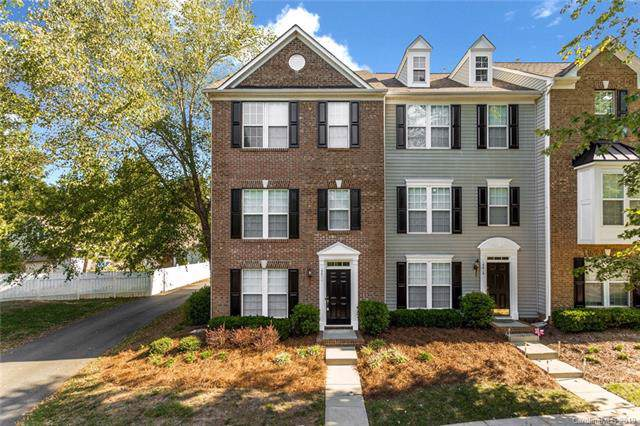 15611 Sir Charles Place, Charlotte, NC 28277 (#3552908) :: Besecker Homes Team