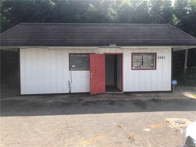 5601 Brookshire Boulevard, Charlotte, NC 28216 (#3553184) :: Homes Charlotte