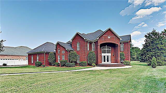 2258 Rising Sun Lane, Matthews, NC 28104 (#3554159) :: Robert Greene Real Estate, Inc.
