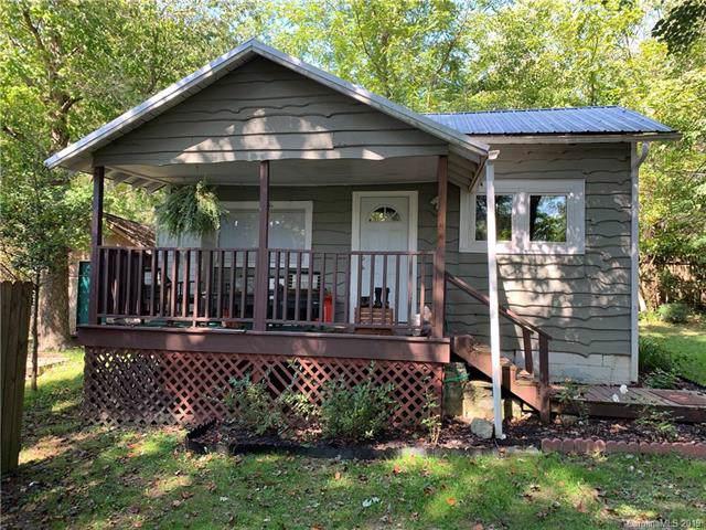 211 Vance Street, Hendersonville, NC 28739 (#3554360) :: LePage Johnson Realty Group, LLC