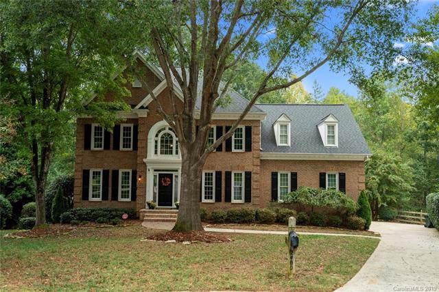 2400 Honey Creek Lane, Matthews, NC 28105 (#3555700) :: Rinehart Realty