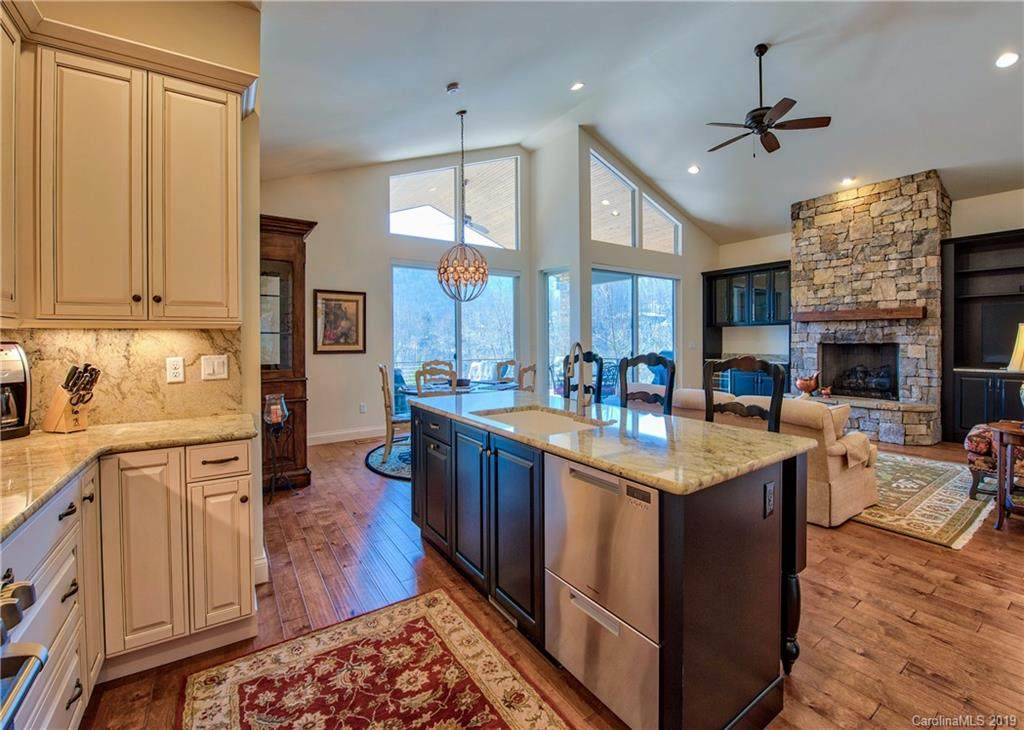 101 Plateau Drive, Maggie Valley, NC 28751 (#3556213) :: Keller Williams Professionals