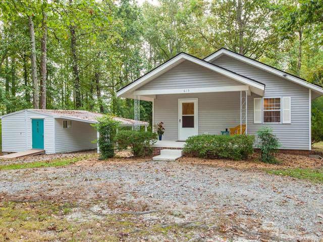 615 Fitzsimmons Street, Hendersonville, NC 28792 (#3558260) :: Johnson Property Group - Keller Williams