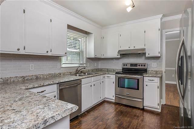 7300 Chatterbird Court, Charlotte, NC 28226 (#3559361) :: Washburn Real Estate