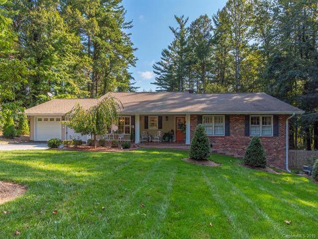 28 Ravenswood Road, Hendersonville, NC 28731 (#3559786) :: Johnson Property Group - Keller Williams