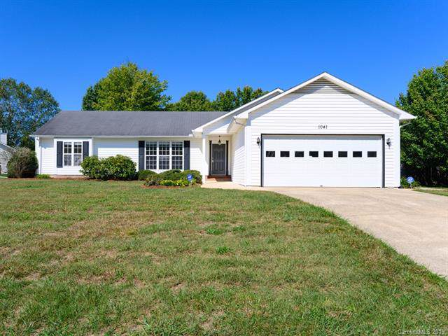 1041 Thorncrest Drive, Fletcher, NC 28732 (#3560273) :: The Ramsey Group