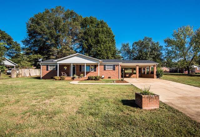2984 Lutz Boulevard, Newton, NC 28658 (#3560371) :: Charlotte Home Experts