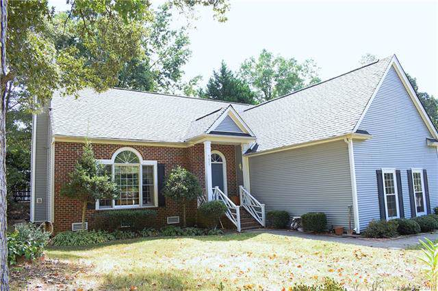 4025 Brownes Ferry Road, Charlotte, NC 28269 (#3561174) :: MartinGroup Properties
