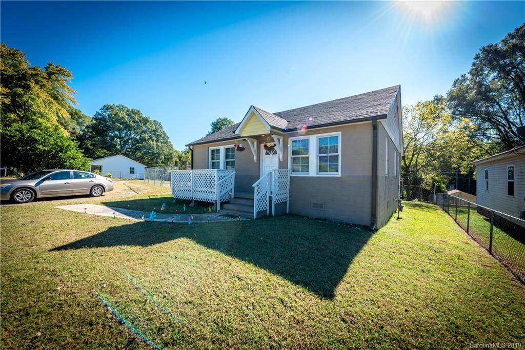 305 Lander Street, Charlotte, NC 28208 (#3561190) :: MartinGroup Properties