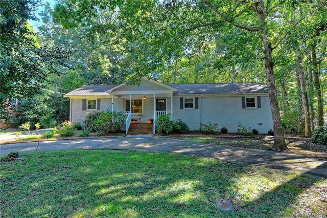 6017 Caroline Drive, Matthews, NC 28104 (#3561313) :: MartinGroup Properties