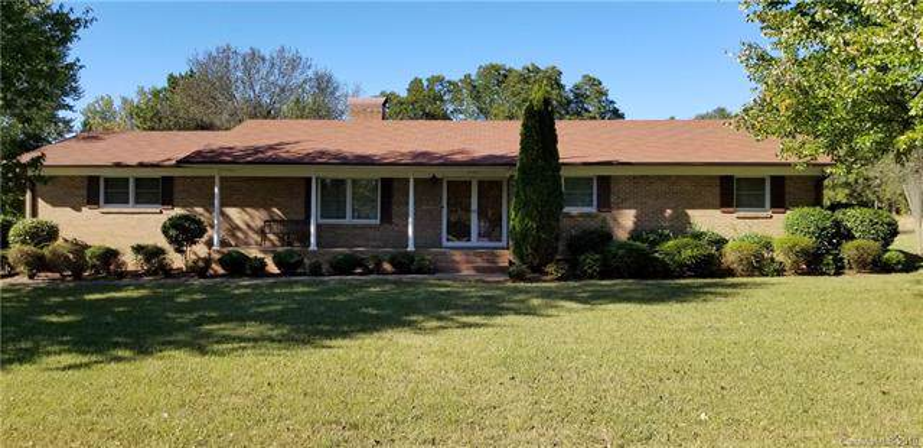 4300 Hucks Road, Charlotte, NC 28269 (#3561926) :: Keller Williams Biltmore Village