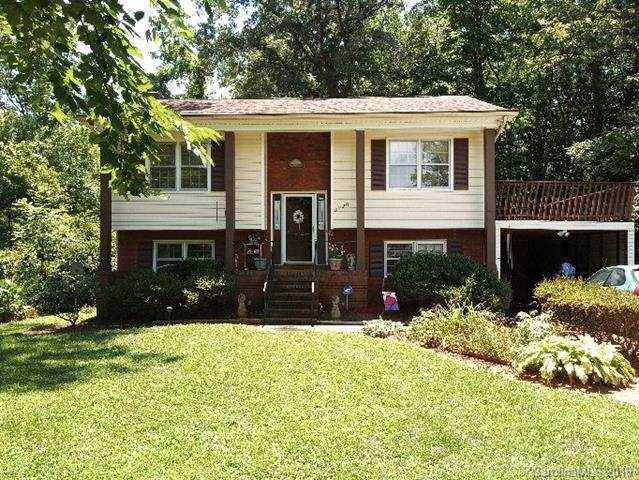 8220 Willowlake Court, Charlotte, NC 28227 (#3561979) :: Homes Charlotte