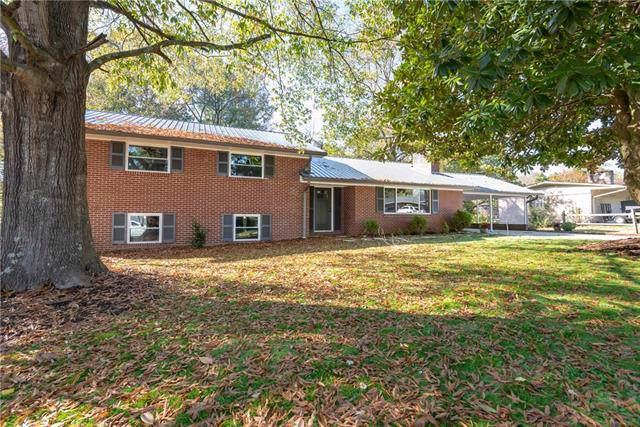 817 Hawthorne Drive NE, Lenoir, NC 28645 (#3563798) :: Scarlett Property Group