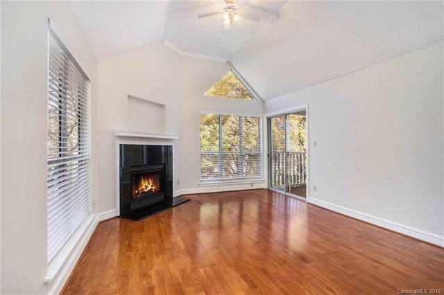 2514 Cranbrook Lane #11, Charlotte, NC 28207 (#3564575) :: MartinGroup Properties