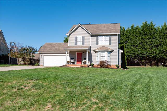 1715 Pipers Ridge Circle NW, Conover, NC 28613 (#3565772) :: Keller Williams South Park