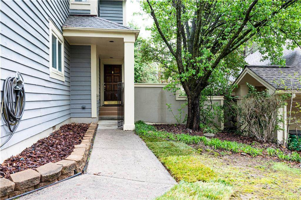 9425 Glenwater Drive, Charlotte, NC 28262 (#3565842) :: Homes with Keeley | RE/MAX Executive