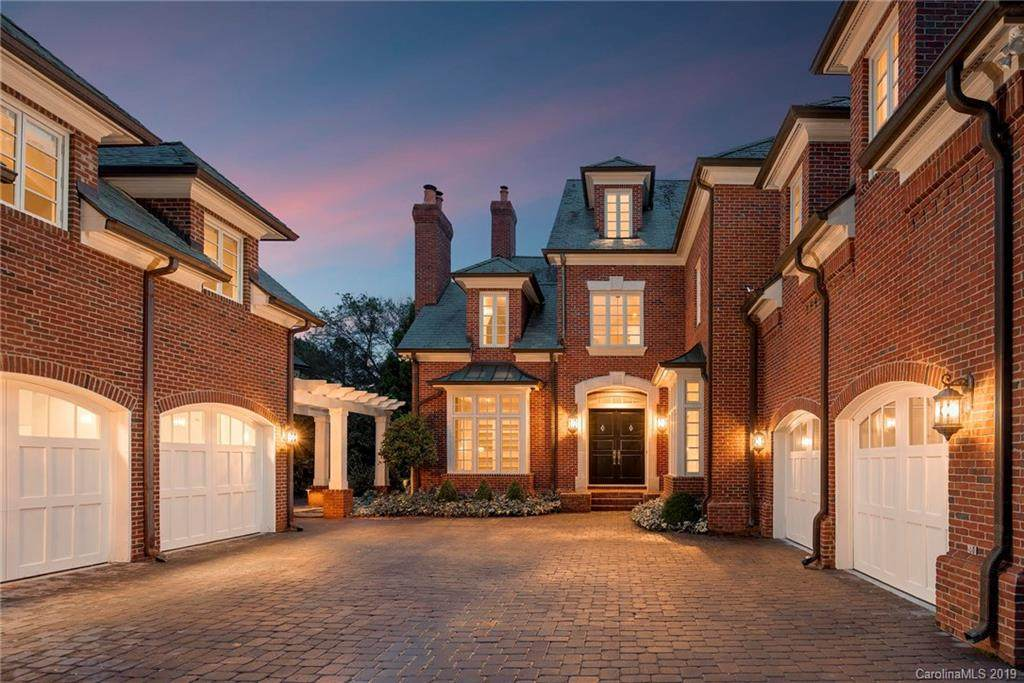 8325 Eagle Glen Way, Charlotte, NC 28210 (#3566785) :: The Andy Bovender Team