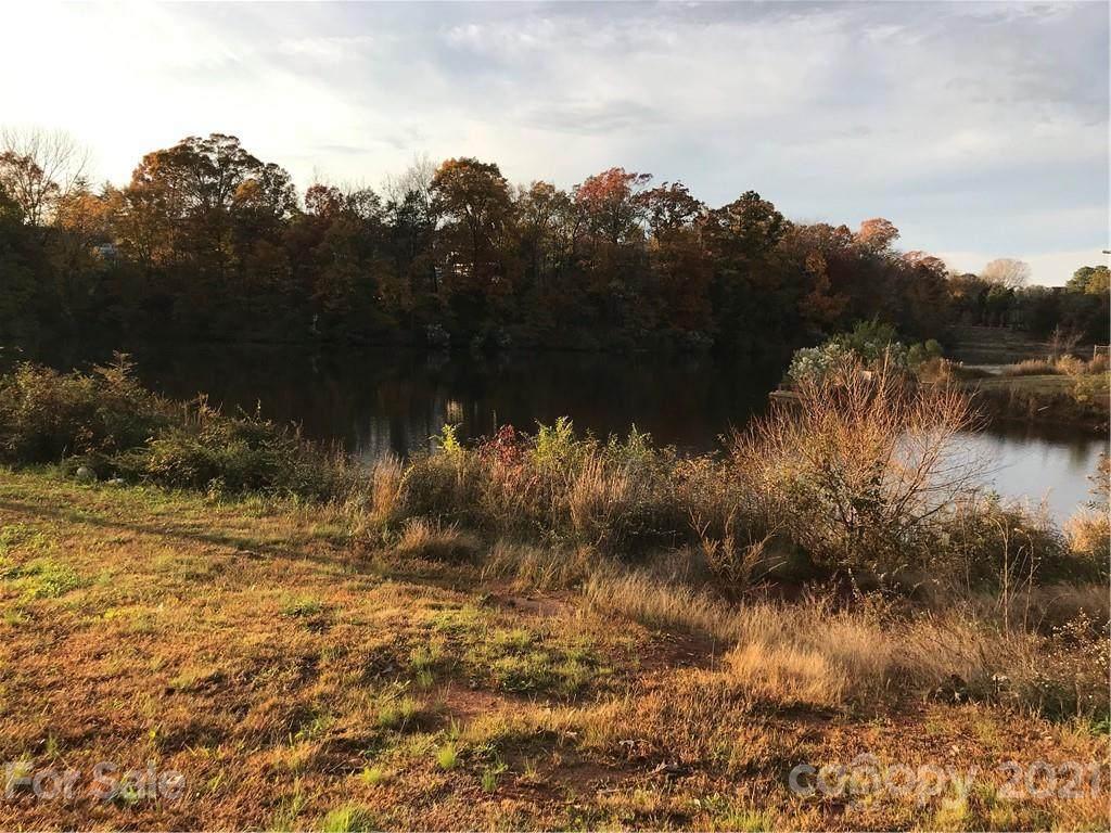 7976 Shady Oak Trail #196, Charlotte, NC 28210 (#3566936) :: Scarlett Property Group