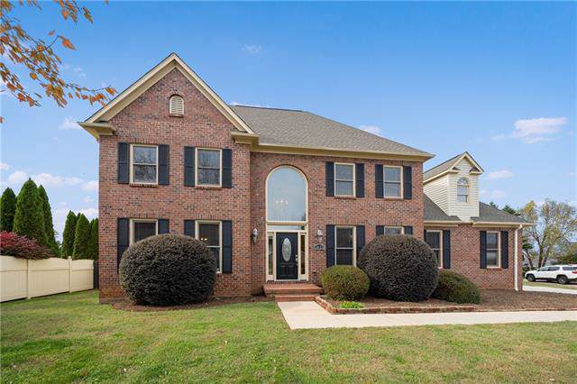 3823 1st Street Court NW, Hickory, NC 28601 (#3567100) :: Washburn Real Estate