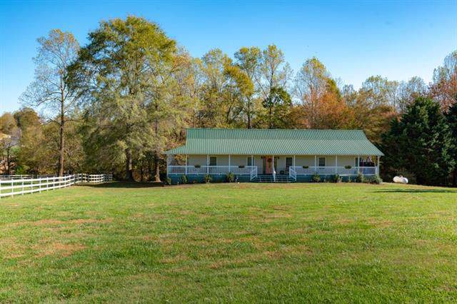 6230 Byrd Farm Road, Hickory, NC 28602 (#3568028) :: Homes Charlotte