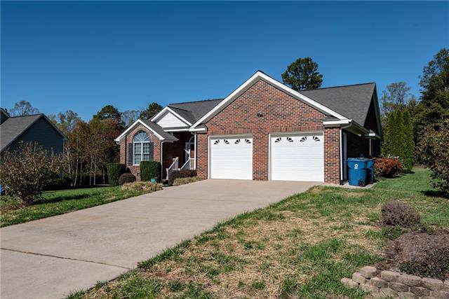 1465 Sweetbriar Lane, Hickory, NC 28602 (#3568155) :: RE/MAX RESULTS