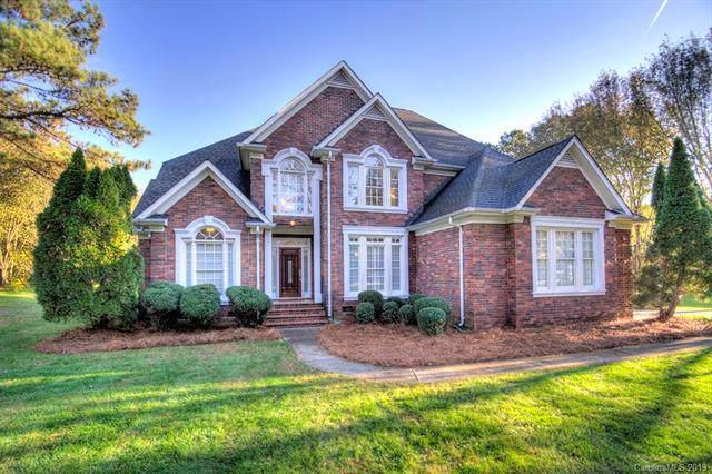 4330 Olde Roxbury Drive, Matthews, NC 28105 (#3568200) :: Charlotte Home Experts