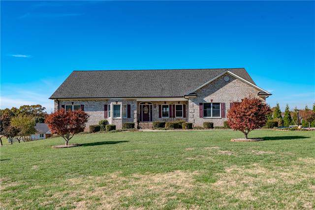 2673 Carriage Lane, Lincolnton, NC 28092 (#3568594) :: MartinGroup Properties