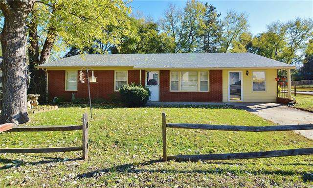 213 Oakland Street, Lowell, NC 28098 (#3572669) :: Homes Charlotte