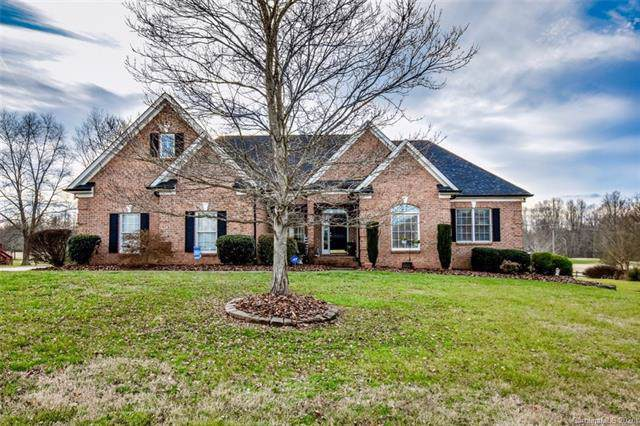 136 Fox Den Circle, Statesville, NC 28677 (#3573373) :: LePage Johnson Realty Group, LLC