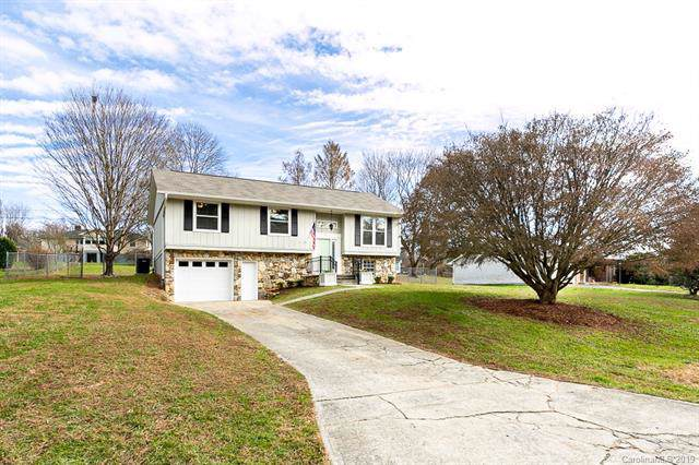 176 Plantation Drive, Hendersonville, NC 28792 (#3573755) :: Keller Williams Professionals