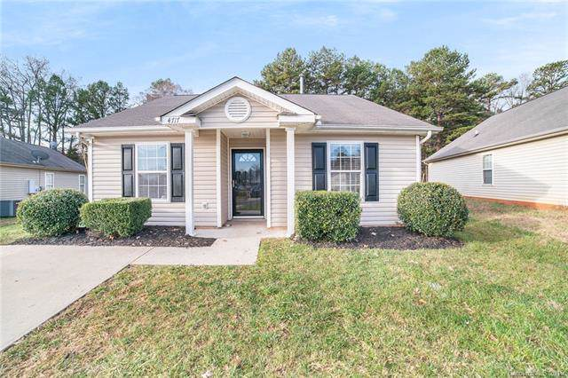 4717 Bomar Drive, Charlotte, NC 28216 (#3573925) :: Keller Williams Biltmore Village